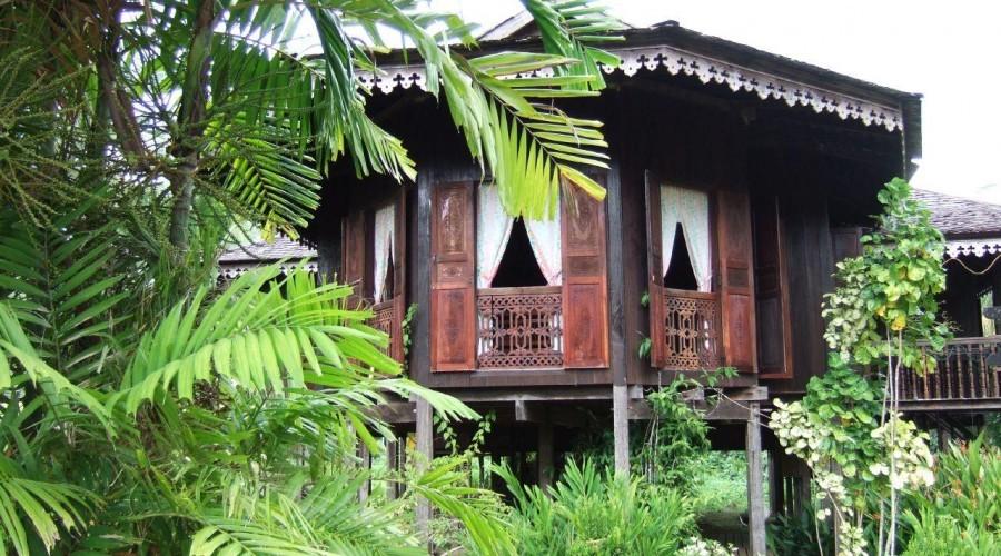Hut Sarawak Cultural Village