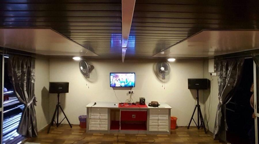 Kenyir Houseboat Karaoke
