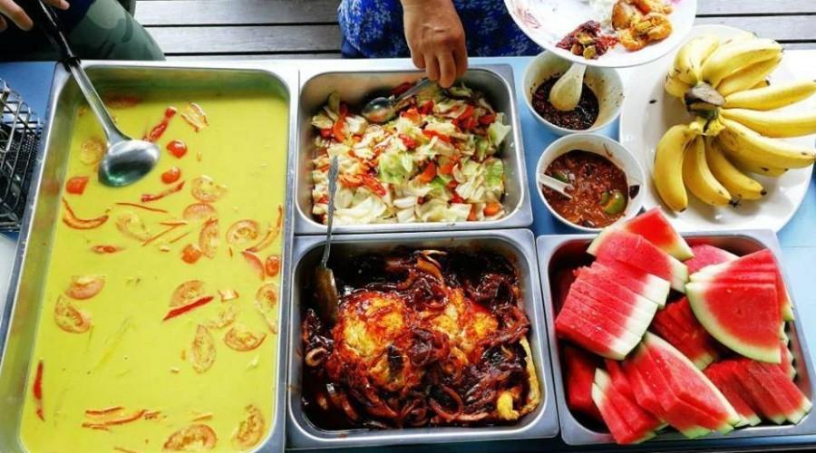 Masakan Kenyir Houseboat
