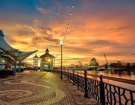 Pakej Kuching Sarawak 4H 3M