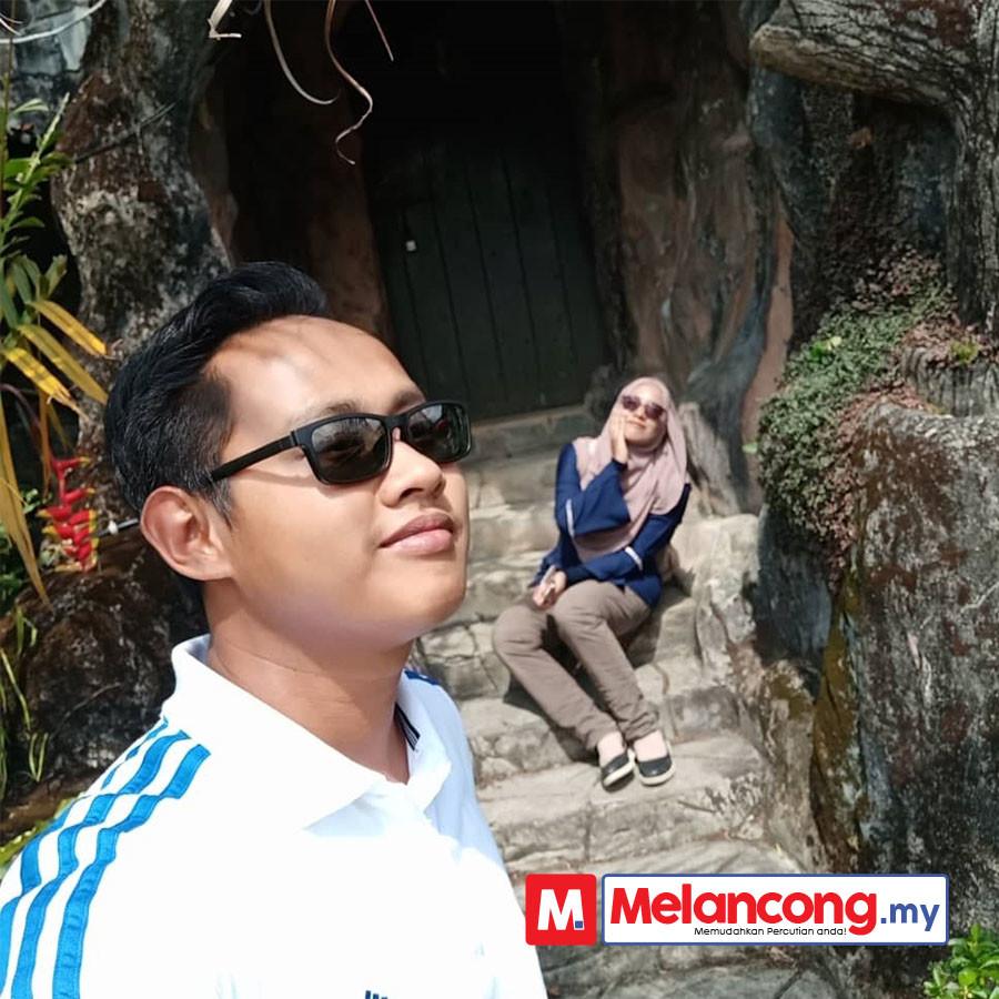 Bulan Madu Ahmad Fahmi