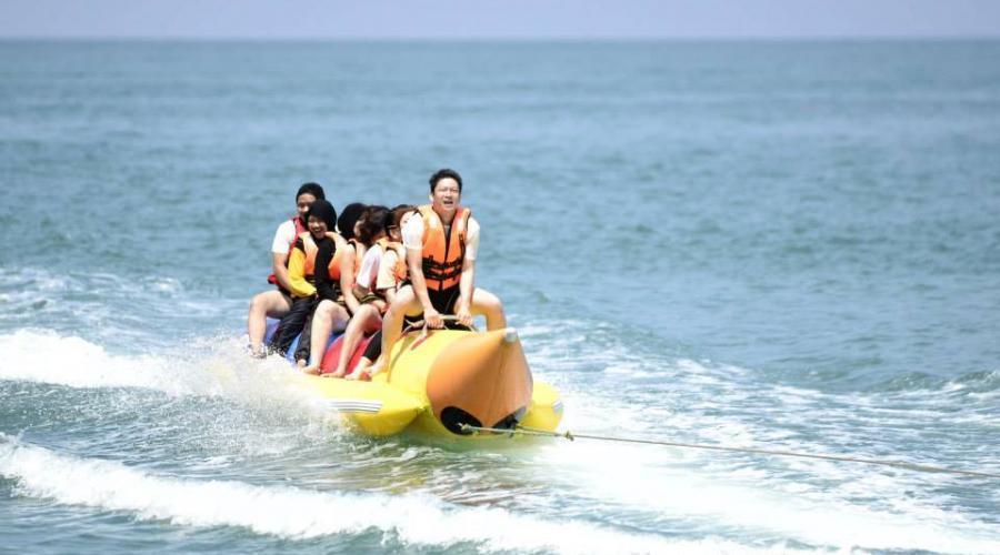 Coral Bay Resort Banana Boat