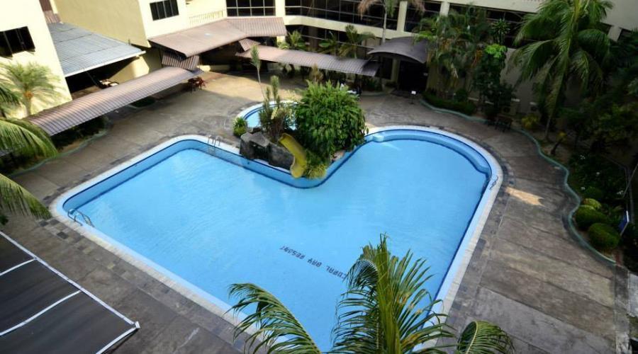 Swimming Pool Coral Bay Resort