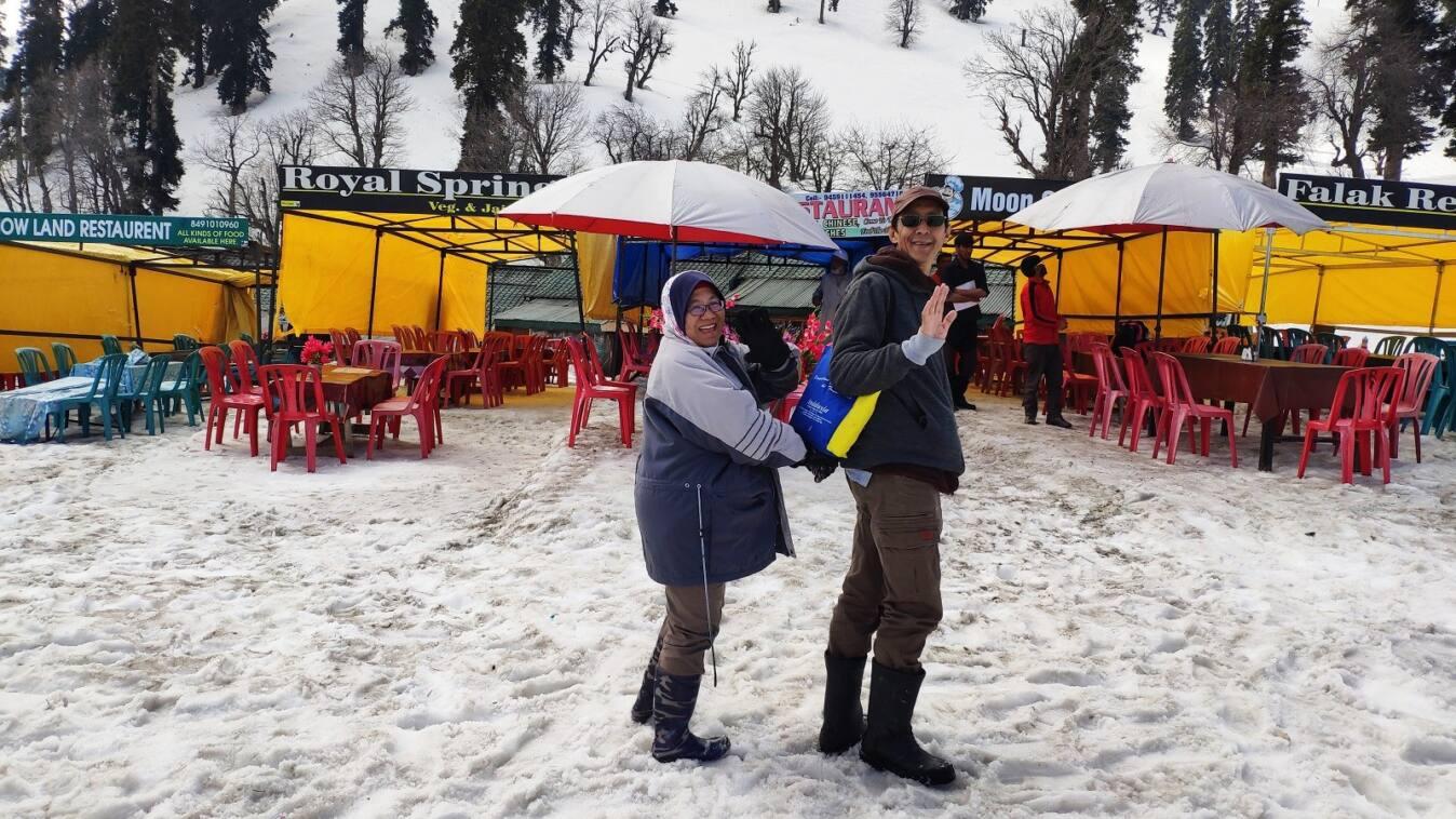 Percutian Saadiah & Suami di Kashmir