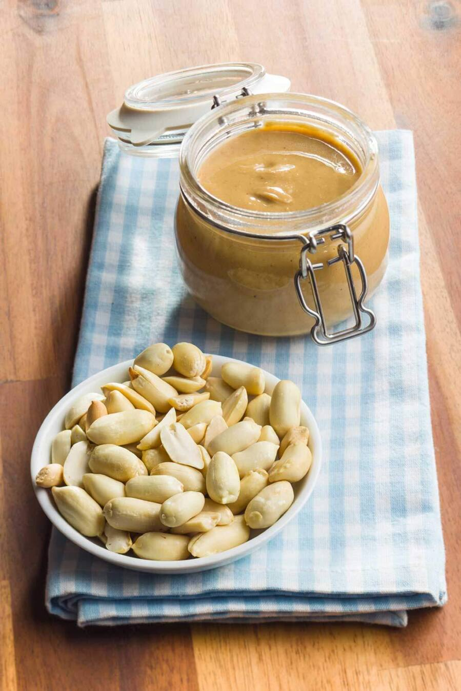 peanut-butter-in-jar-and-peanuts-PA9ZPEX-2